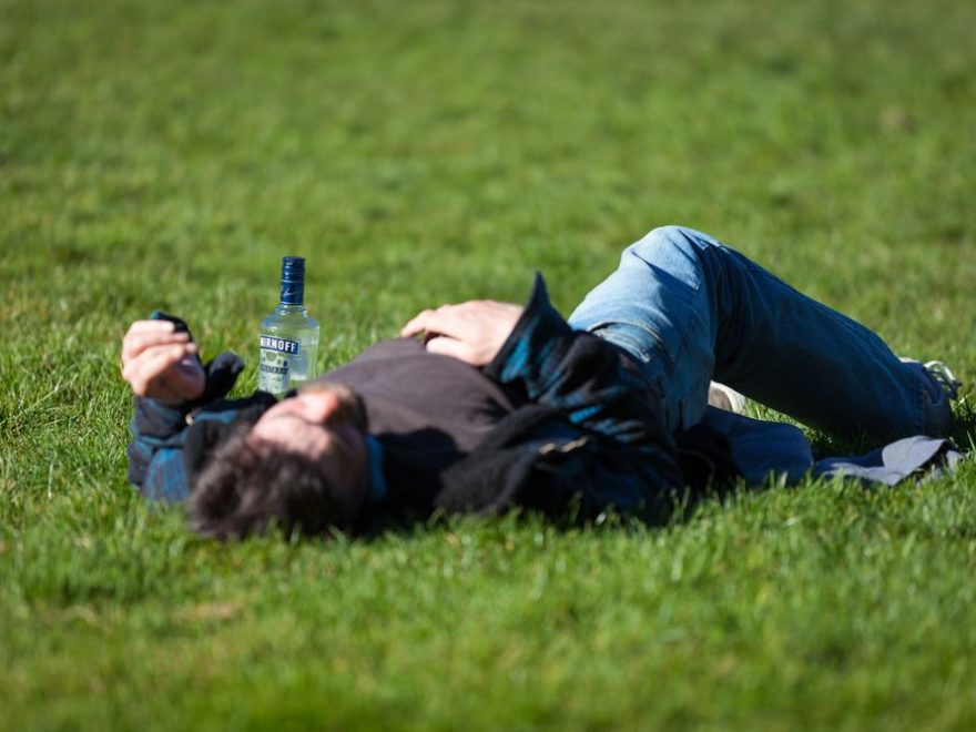 Hjælp en alkoholiker med den rette alkoholbehandling